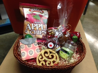 Win an amazing gift basket from the Conner Prairie Apple Store that includes tickets, yummy fall goodies, decor, and more - a $100 value!